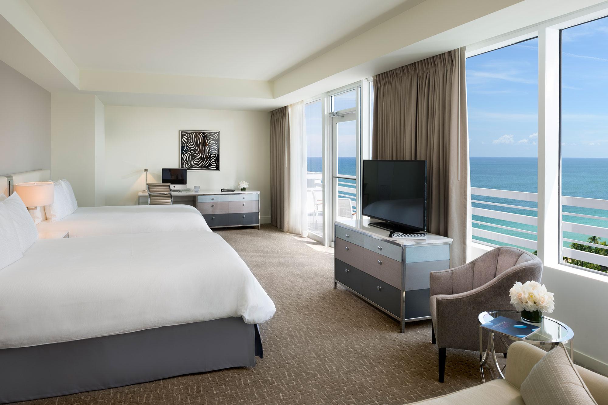 Oceanfront Junior Suite con balcón 1