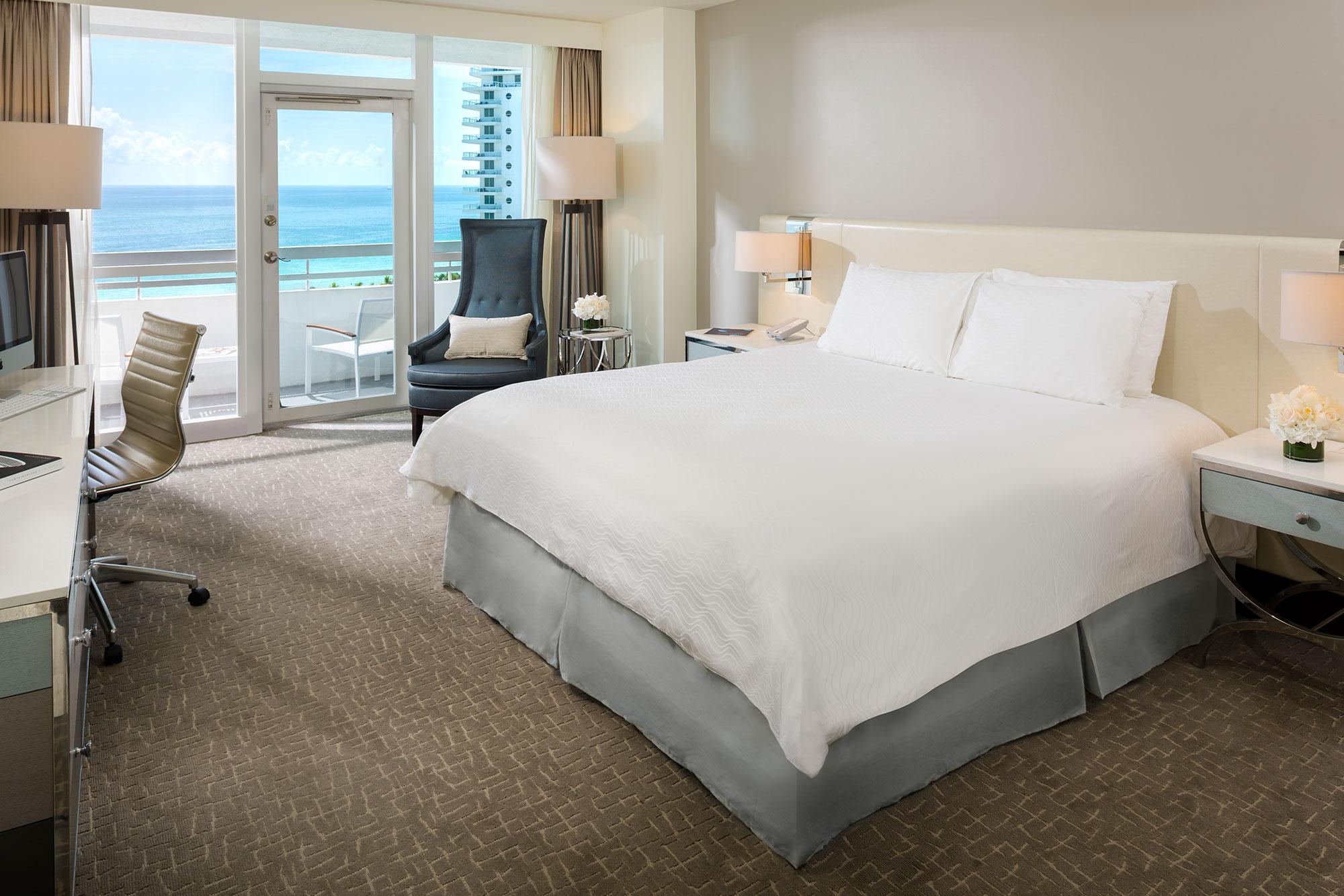 Oceanfront Guestroom con balcón 1