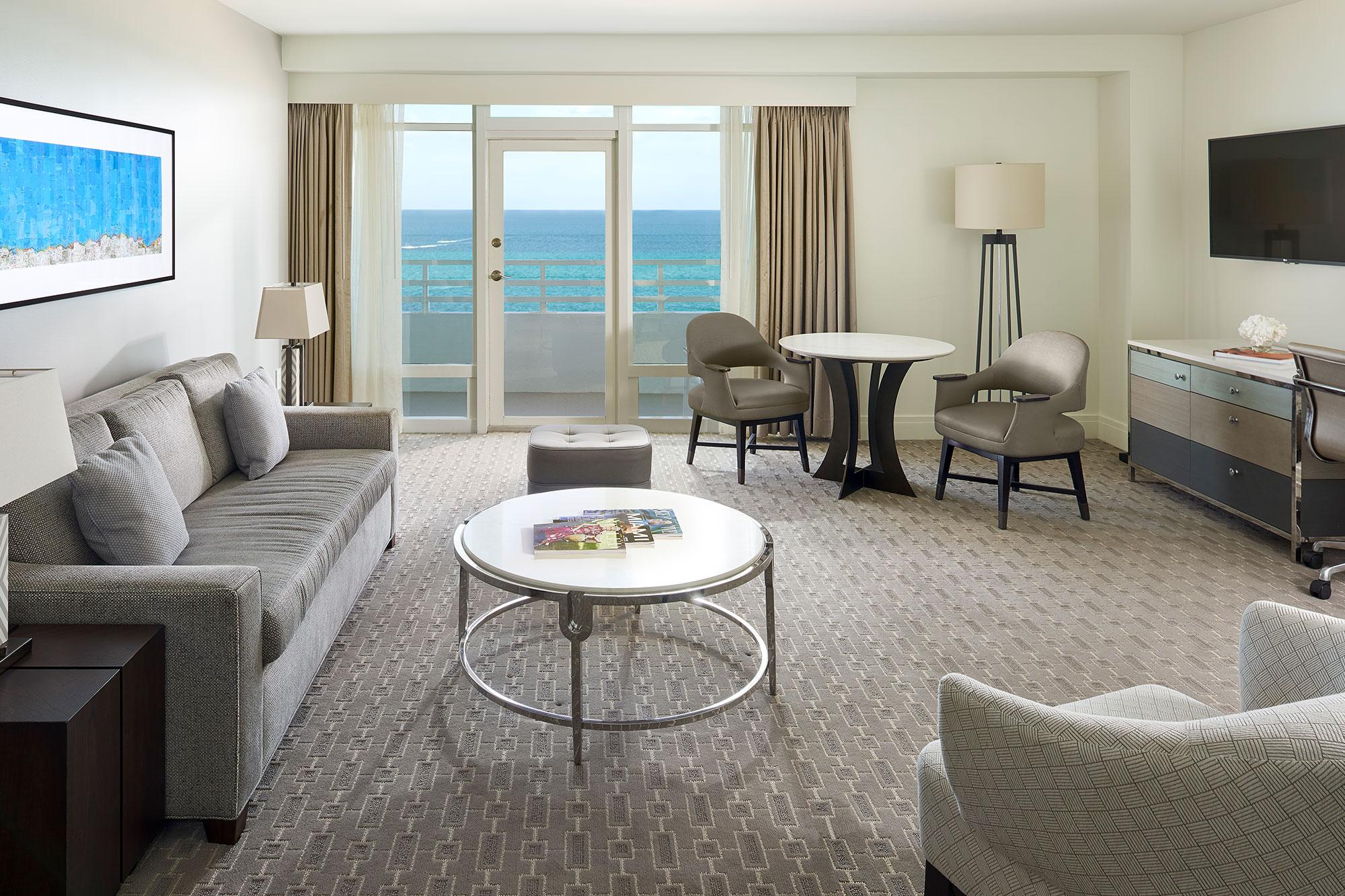 Ocean Front Two Bedroom Suites na Versailles 1