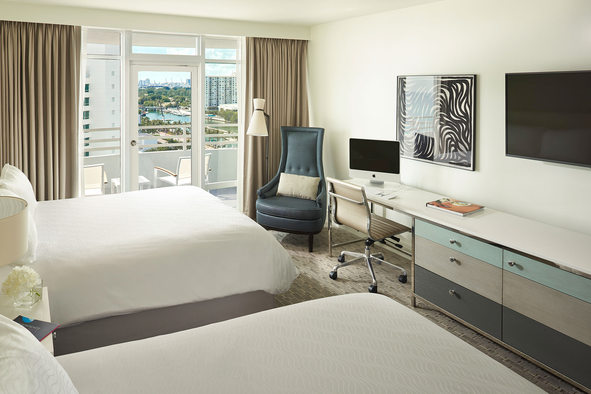 Deluxe Bay View Guestroom with Balcony 1