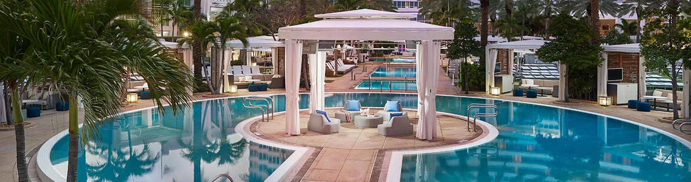 Cabana In The Middle Of The Pool